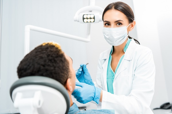 Tips From A Cosmetic Dentist On Waiting For Dental Implants To Heal