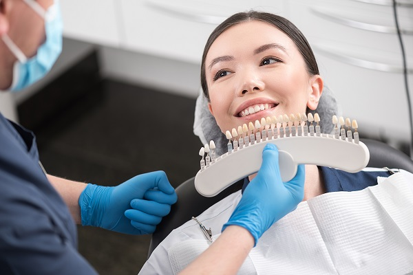 Benefits Of Dental Veneers Versus Crowns